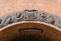Fotos aus dem Hamburger Stadtteil Neustadt, Bezirk Hamburg Mitte. Stiftungsschule am Zeughausmarkt, errichtet 1915 - Architekt Fritz Schulmacher.