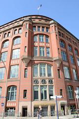 Fotos aus dem Hamburger Stadtteil Neustadt, Bezirk Hamburg Mitte. Slomannhaus/ Kontorhaus am Baumwall, errichtet1910 - Architekt Martin Haller; Erweiterung Fritz Höger; der Kontorhauskomplex steht unter Denkmalschutz.