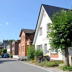 Fotos aus dem Hamburger Stadtteil Ochensenwerder, Bezirk Bergedorf. Wohnhäuser am Ochsenwerder Kirchendeich.