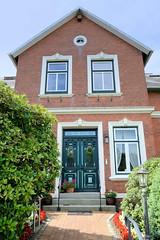 Neuengamme  ist ein Hamburger Stadtteil im Elbmarsch-Gebiet der Vierlande im Bezirk Bergedorf. Historisches Wohnwirtschaftsgebäude im Neuengammer Hausdeich - das um 1903 errichtet Gebäude steht unter Denkmalschutz.