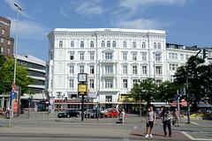 Bilder aus dem Hamburger Stadtteil St. Georg, Bezirk Mitte. Historisches Etagenhaus am Steindamm, errichtet 1875 - Architekten Hallier & Fitschen.