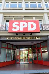 Bilder aus dem Hamburger Stadtteil St. Georg, Bezirk Mitte. Eingang zum Kurt Schumacherhaus der SPD am Besenbinderhof.