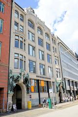 Fotos aus dem Hamburger Stadtteil Neustadt, Bezirk Hamburg Mitte; Kontorhaus Elbhof am Steinhöft, errichtet 1905 - Architekt Walter Martens.