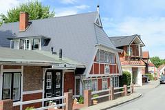 Neuengamme  ist ein Hamburger Stadtteil im Elbmarsch-Gebiet der Vierlande im Bezirk Bergedorf. Alte Kate, historisches Gasthaus - errichtet 18. Jhd. / 19. Jh; die am Neuengammer Hausdeich liegenden Gebäude stehen unter Denkmalschutz.