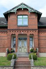 Neuengamme  ist ein Hamburger Stadtteil im Elbmarsch-Gebiet der Vierlande im Bezirk Bergedorf. Ziegelgebäude, Wohnhaus der Gründerzeit im Neuengammer Hausdeich.