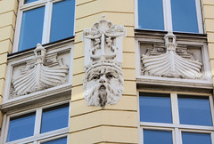Fotos aus dem Hamburger Stadtteil Neustadt, Bezirk Hamburg Mitte; Fassadendekor am Johannisbollwerk.