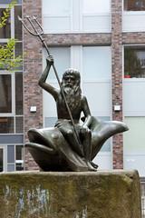 Fotos aus dem Hamburger Stadtteil Neustadt, Bezirk Hamburg Mitte; Neptunskulptur im Herrengraben, Künstler   Hans-Werner Könecke.