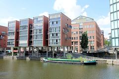 Fotos aus dem Hamburger Stadtteil Neustadt, Bezirk Hamburg Mitte; Wohnhäuser am Alsterfleet - Schute Lebendige Alster.