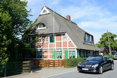 Neuengamme  ist ein Hamburger Stadtteil im Elbmarsch-Gebiet der Vierlande im Bezirk Bergedorf.