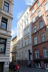 Bilder aus dem Hamburger Stadtteil St. Georg, Bezirk Mitte; historische Etagenhäuser in der Rautenbergstraße.