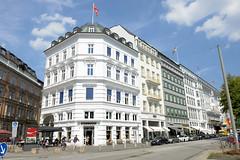 Fotos aus den Hamburger Stadtteilen und Bezirken - Bilder aus Hamburg  Neustadt, Bezirk Hamburg Mitte. Etagenhaus am Neuen Jungfernstieg - das Gebäude wurde 1879 errichtet, Architekten Elvers & Martens.