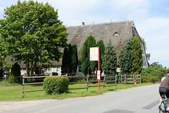 Neuengamme  ist ein Hamburger Stadtteil im Elbmarsch-Gebiet der Vierlande im Bezirk Bergedorf. Hofanlage am Neuengammer Hausdeich - die Gebäude wurden zwischen 1748 und 1852 errichtet und stehen unter Denkmalschutz.