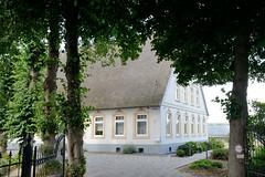Neuengamme  ist ein Hamburger Stadtteil im Elbmarsch-Gebiet der Vierlande im Bezirk Bergedorf.  Reetgedecktes Wohngebäude am Neuengammer Hausdeich.