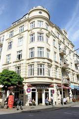 Fotos aus dem Hamburger Stadtteil Neustadt, Bezirk Hamburg Mitte. Wohn- und Geschäftshaus in der Ditmar Koel Straße, errichtet 1904 - Architekt Friedrich Lindner.