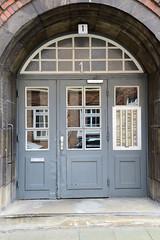 Fotos aus dem Hamburger Stadtteil Neustadt, Bezirk Hamburg Mitte; Eingang Wohnhaus in der Rehhoffstraße.