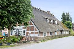 Curslack ist ein Stadtteil  im Bezirk Hamburg Bergedorf. Curslack ist einer der vier Stadtteile, die zusammen die Hamburger Vierlande bilden. Reetgedeckte Kate am Curslacker Deich; das unter Denkmalschutz stehende Gebäude wurde im 19 Jhd. errichtet.