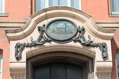 Fotos aus dem Hamburger Stadtteil Neustadt, Bezirk Hamburg Mitte. Fassadenschmuck am Slomannhaus/ Kontorhaus am Baumwall, errichtet1910 - Architekt Martin Haller; Erweiterung Fritz Höger; der Kontorhauskomplex steht unter Denkmalschutz.