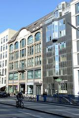 Fotos aus der Hamburger Innenstadt, City; Stadtteil Altstadt - Bezirk Mitte. Kontorhäuser / Geschäftshäuser am Georgsplatz - lks. der 1906 errichtete Georgshof - Architekt Wilhelm Fischer.