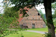 Curslack ist ein Stadtteil  im Bezirk Hamburg Bergedorf. Curslack ist einer der vier Stadtteile, die zusammen die Hamburger Vierlande bilden. Alte Fachwerkscheune mit Wellblechdach am Curslacker Deich.