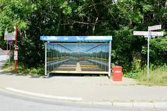 Neuengamme  ist ein Hamburger Stadtteil im Elbmarsch-Gebiet der Vierlande im Bezirk Bergedorf. Mit Trompe-l'œil Malerei versehene Bushaltestelle Odemannsheck - Ansicht eines Treibhauses mit Blumenzucht.