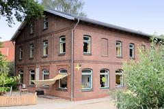 Curslack ist ein Stadtteil  im Bezirk Hamburg Bergedorf. Curslack ist einer der vier Stadtteile, die zusammen die Hamburger Vierlande bilden. Ehem. Schulgebäude am Curslacker Deich, errichtet 1883 - jetzt Nutzung als Kindertagesstätte / Kita.