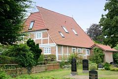 Curslack ist ein Stadtteil  im Bezirk Hamburg Bergedorf. Curslack ist einer der vier Stadtteile, die zusammen die Hamburger Vierlande bilden. Wohnhaus am Curslacker Friedhof.