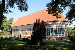 Fotos aus dem Hamburger Stadtteil   Allermöhe, Bezirk Hamburg Bergedorf; Allermöher Dreieinigkeitskirche, errichtet 1614.