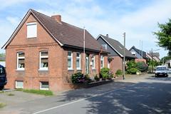 Neuengamme  ist ein Hamburger Stadtteil im Elbmarsch-Gebiet der Vierlande im Bezirk Bergedorf. Einzelhäuser, Wohngebäude am Neuengammer Hausdeich.