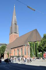 Fotos aus der Hamburger Innenstadt, City; Stadtteil Altstadt - Bezirk Mitte. Sankt Jacobikirche - Blick von der Steinstraße.