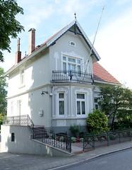 Neuengamme  ist ein Hamburger Stadtteil im Elbmarsch-Gebiet der Vierlande im Bezirk Bergedorf. Gründerzeitvilla - Wohnhaus am Neuengammer Hausdeich; das unter Denkmalschutz stehende Gebäude wurde 1907 errichtet.