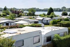 Fotos aus dem Hamburger Stadtteil Ochensenwerder, Bezirk Bergedorf. Campingplatz mit Wohnwagen am Oortkatensee / Hohendeicher See.
