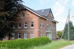 Fotos aus dem Hamburger Stadtteil Reitbrook, Bezirk Bergedorf. Denkmalgeschütztes Wohnwirtschaftsgebäude am Vorderdeich - errichtet um 1905.