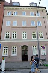 Fotos aus dem Hamburger Stadtteil Neustadt, Bezirk Hamburg Mitte. Stiftsgebäude in der Straße Eichholz, errichtet 1852 - das Gebäude steht unter Denkmalschutz.