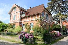 Neuengamme  ist ein Hamburger Stadtteil im Elbmarsch-Gebiet der Vierlande im Bezirk Bergedorf. Wohngebäude der Gründerzeit mit Fachwerk Giebel am Lütten Stegel.