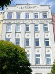 Bilder aus dem Hamburger Stadtteil St. Georg, Bezirk Mitte. Denkmalgschütztes Etagenhaus, Textilhaus, errichtet 1867 - Umgestaltung 1905 / 1927 - Architekt J. H. Ahrens.
