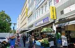 Fotos aus dem Hamburger Stadtteil  St. Georg, Bezirk Hamburg Mitte; Geschäfte am Steindamm.