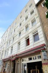 Fotos aus dem Hamburger Stadtteil Neustadt, Bezirk Hamburg Mitte. Denkmalgeschütztes Wohngeschäftshaus in der Reimarusstraße; errichtet 1902 - Architekt Heinrich Mandix.