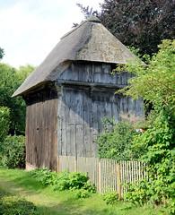 Neuengamme  ist ein Hamburger Stadtteil im Elbmarsch-Gebiet der Vierlande im Bezirk Bergedorf. Historischer Speicher, Holzgebäude mit Reetdach - der Turmspeicher wurde um 1580 errichtet und steht unter Denkmalschutz.