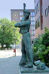 Bilder aus dem Hamburger Stadtteil St. Georg, Bezirk Mitte. Skulptur Bauarbeiter am Besenbinderhof, Künstler Martin Ruwoldt.