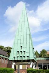 Fotos aus dem Hamburger Stadtteil Neustadt, Bezirk Hamburg Mitte. Kupferdach, Kirchturm der Norwegischen Kirche in der Ditmar Koel Straße - errichtet 1952, Architekt Harald Hille.