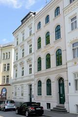 Bilder aus dem Hamburger Stadtteil St. Georg, Bezirk Mitte;  histoirsche Etagenhäuser im Holzdamm, errichtet um 1860.
