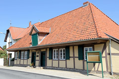 Neuhaus   ist ein Ortsteil der Gemeinde Amt Neuhaus in Niedersachsen und Sitz der Gemeinde.