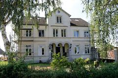 Fotos aus dem Hamburger Stadtteil Reitbrook, Bezirk Bergedorf. Wohnwirtschaftsgebäude am Vorderdeich, die denkmalgeschütze Anlage wurde 1890 errichtet.