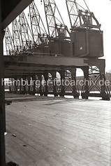 Hafenkräne am Togokai; ca. 1934.