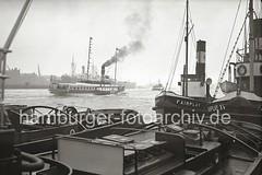 Schlepper FAIRPLAY am Anleger - Raddampfer auf der Elbe; ca. 1936.
