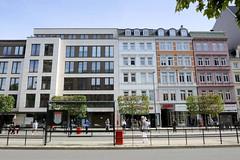 Historische Architektur in der Hamburger Innenstadt, Stadtteil Neustadt. Historische und moderne Architektur in der Dammtorstraße - die Wohn- und Geschäftshäuser re. wurden um 1886 errichtet.