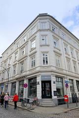 Bilder aus dem Hamburger Stadtteil Neustadt, Bezirk Hamburg Mitte. Wohnhaus / Eckgebäude in der Wexstraße / Brüderstraße, errichtet um 1870 - das Wohnhaus steht unter Denkmalschutz.