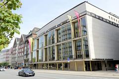Historische Architektur in der Hamburger Innenstadt, Stadtteil Neustadt. Gebäude der Hamburgischen Staatsoper in der Dammtorstraße; errichtet 1955 - Architekt  Gerhard Webers.