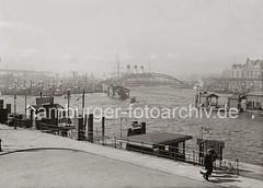 Blick vom Kehrwieder Richtung Überseebrücke + Vorsetzen ; ca. 1938.