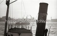 Blick über die Elbe zur Werft Blohm & Voss; 1955.